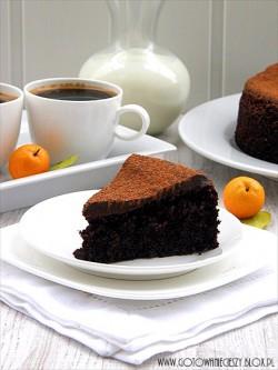 Ciasto czekoladowo orzechowe z gotowanymi pomarańczami