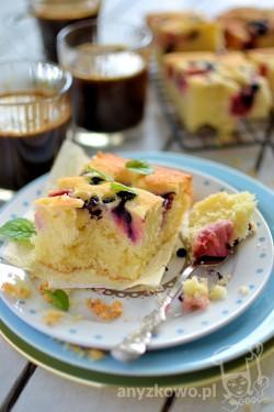 Ciasto ucierane z jagodami i truskawkami