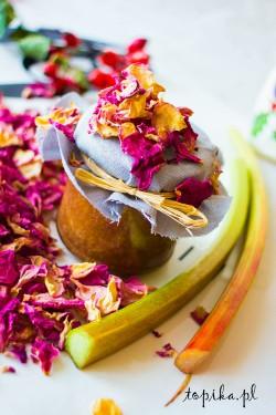 Dżem rabarbarowo-truskawkowy z płatkami róży