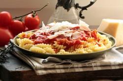Girandole z pomidorami, rozmarynem i prosciutto