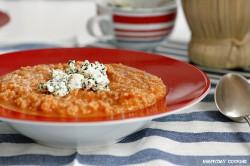 Grecka zupa pomidorowa z ryżem, tahiną i serem feta