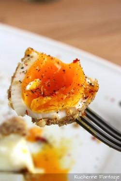 Jajko na miękko w migdałowo-słonecznikowej panierce