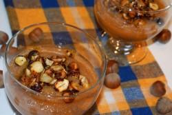 Jesienny deser gruszkowo-jabłkowy z dodatkiem prażonych w miodzie orzechów