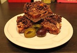 Ciasto czekoladowe ze śliwkami pod cynamonową pianką