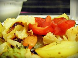 Zapiekanka warzywna i sos z sera pleśniowego