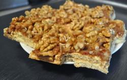 Miodownik – ciasto z orzechami i karmelem