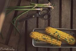 Kukurydza gotowana na parze z masłem