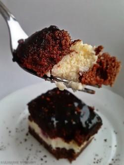 Biszkopt czekoladowy z mascarpone i wiśniami