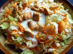 Kurczak w sosie czosnkowym na kapuście pekińskiej