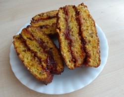 Marchewkowo-orzechowe ciasto z powidłami śliwkowymi