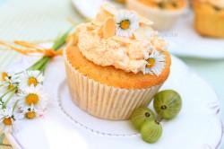 Migdałowe muffinki z agrestem i bezą