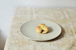 Mini croissanty z cebulą i oliwkami