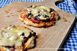 Mini pizza chłopska na cienkim cieście