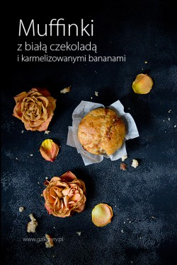 Muffinki z białą czekoladą i karmelizowanymi bananami