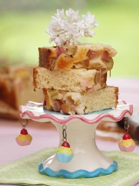 Muffinowe ciasto jogurtowe z rabarbarem