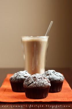 Muffiny czekoladowe z krówkami.