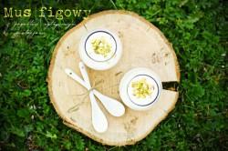 Mus figowy z cytrynowym jogurtem i pistacjami