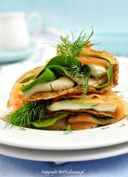 Naleśniki z mąką kasztanową, łososiem i twarożkiem