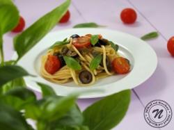 Spaghetti z Pomidorkami, Anchois i Chili