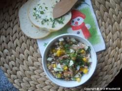 Pasta z tuńczka z jajkiem, kukurydzą, dużo zielonej natki