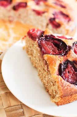 Pełnoziarniste ciasto ze śliwkami
