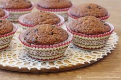 Pełnoziarniste muffinki bananowo-orzechowe z kawałkami czekolady