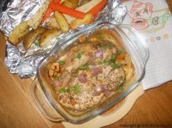 Pieczone warzywa i kurczak w ziołach dalmatyńskich.