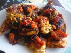 Kurczak na ostro zapiekany z pomidorami i cebulą
