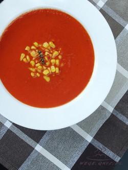 przepis na zupę z pieczonej papryki z kukurydzą
