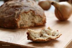 Pszenno-żytni chleb na zakwasie z cebulą