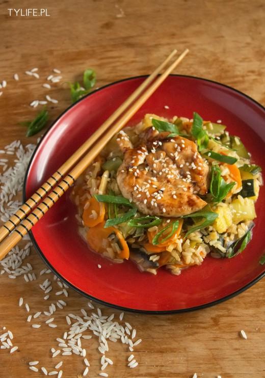 Ryż na ostro z kurczakiem teriyaki.