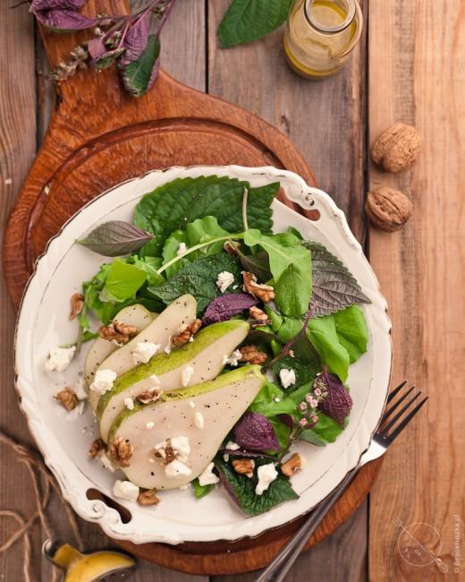 salatka z gruszka orzechami i feta