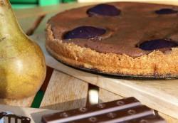 Tarta czekoladowa z gruszkami marynowanymi w czerwonym winie