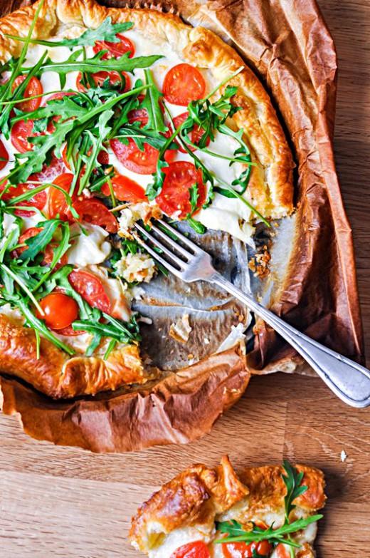 Tarta francuska z mozzarellą i pomidorkami