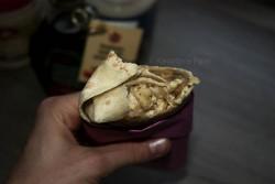 Tortilla z jajecznicą, bananem