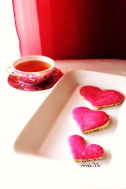 Walentynkowe ciasteczka waniliowe z różowym lukrem