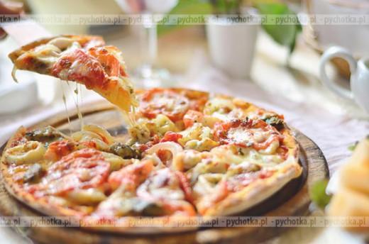 Wegetariańska pizza z awokado