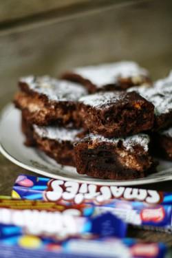 Zdrowsze brownie ze smartiesami