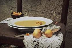 Zupa cebulowa z serkiem topionym