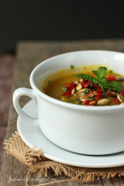 Zupa dyniowa z chili i miętą