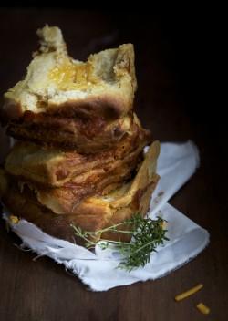 Chleb piwno, serowo, musztardowy