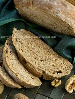 Chleb z orzechami włoskimi i figami