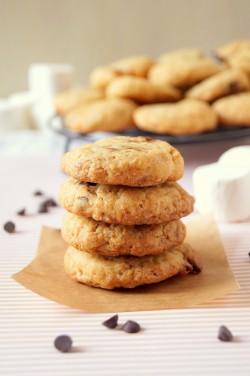 Ciasteczka z karmelizowanymi płatkami. Momofuku's Cornflake Cookies