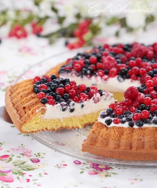 Ciasto biszkoptowe z owocami lata