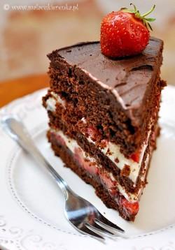 ciasto czekoladowe z truskawkami