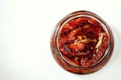 Czerwone suszone pomidory