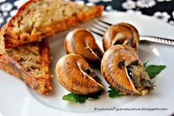 Ślimaki w sosie maślano-czosnkowym.