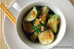ogórek z sezamem i sosem sojowym