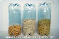 Pojemniki na suche produkty zrobione z butelek