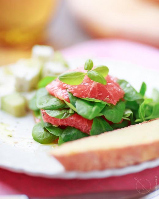 salatka z grapefruitem kozim serem